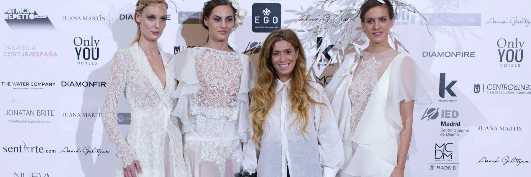 Pasarela Costura España. La delicadeza y la feminidad se cuelan en el backstage de Juana Martín