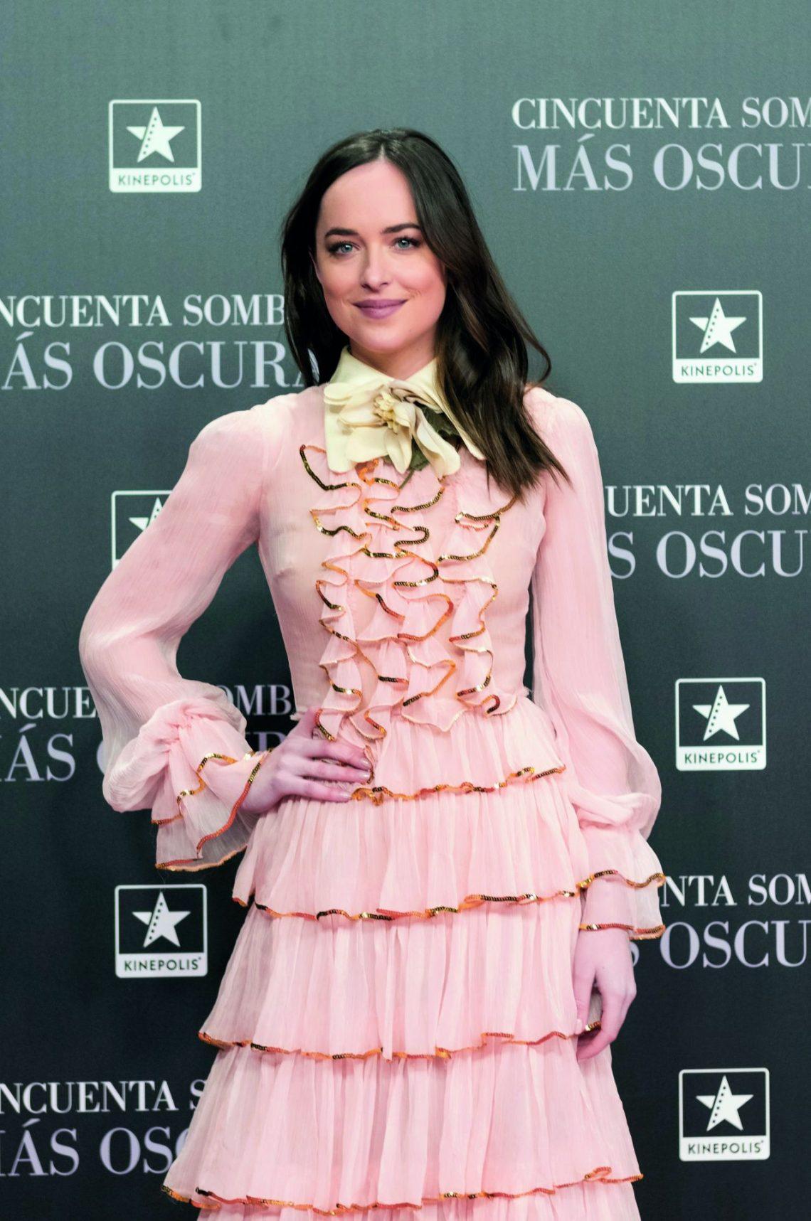 Dakota Johnson, su vestido de Gucci acapara todas las miradas en la premier de '50 sombras más oscuras'
