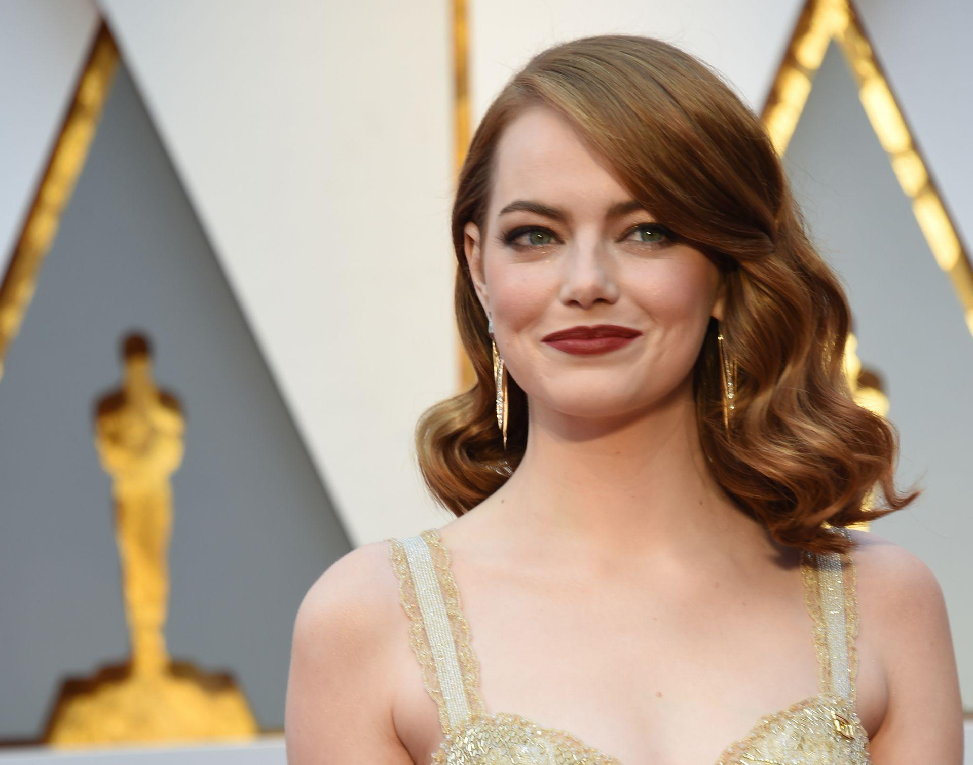 NARS Emma-Stone-Oscars-Valerie Macon-GettyImages-645650462_022617
