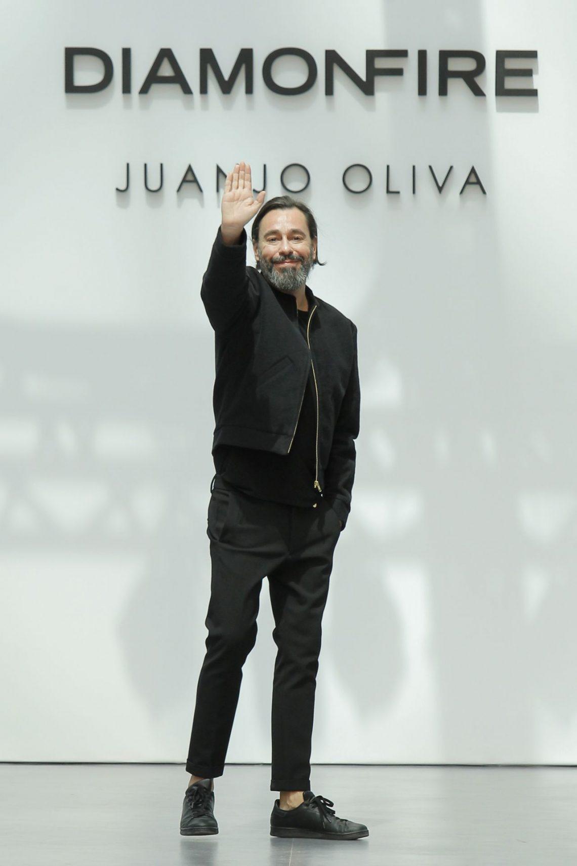 Juanjo Oliva presentará una colección elaborada con telas fabricadas con botellas de plástico recicladas en la próxima MBFWMadrid