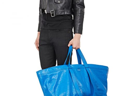 La divertida respuesta de Ikea al diseño de Balenciaga (muy similar) a su bolsa azul
