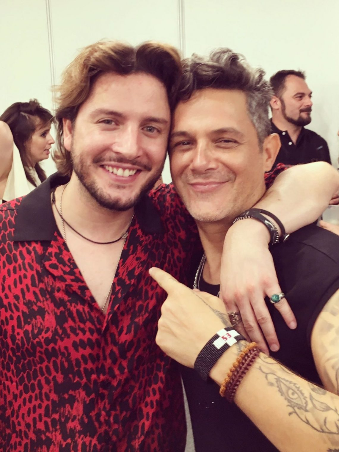 Sus compañeros de profesión muestran su agradecimiento y cariño a Alejandro Sanz tras el concierto de #MásEsMás