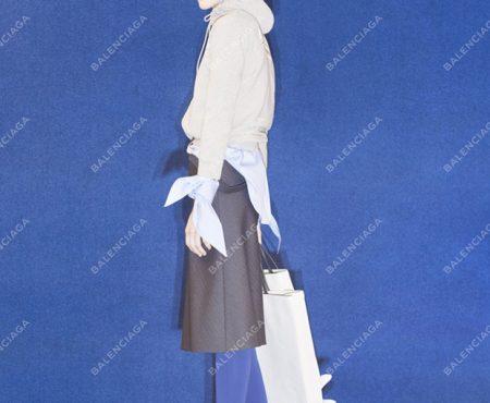 Balenciaga crea un 'bolso de papel' (carísimo) ¡y ya se ha agotado!