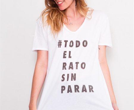 Así es la camiseta solidaria de Sara Carbonero que debes tener en tu vestidor