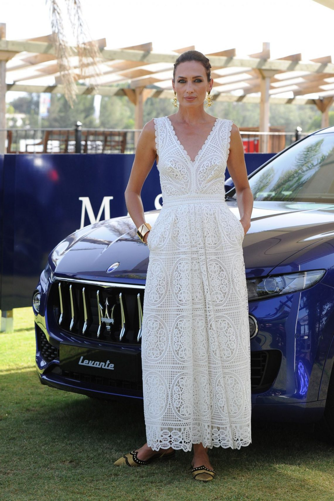 Nieves Álvarez y su sencillo vestido blanco que tú puedes copiar