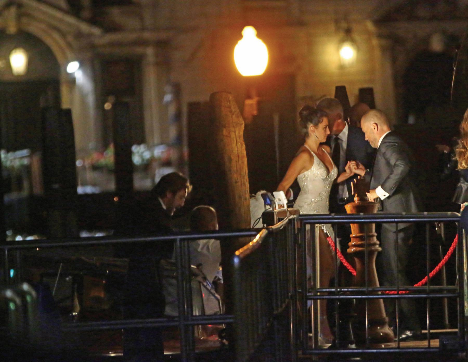 "Venezia, 06/09/2017 - Dinner party at Club Palazzina movie ""Loving Pablo"" by Fernando Leon de Aranao - Penelope Cruz and Javier Bardem get off the taxi-boat to dinner party ©claudia Manzo/Vision"