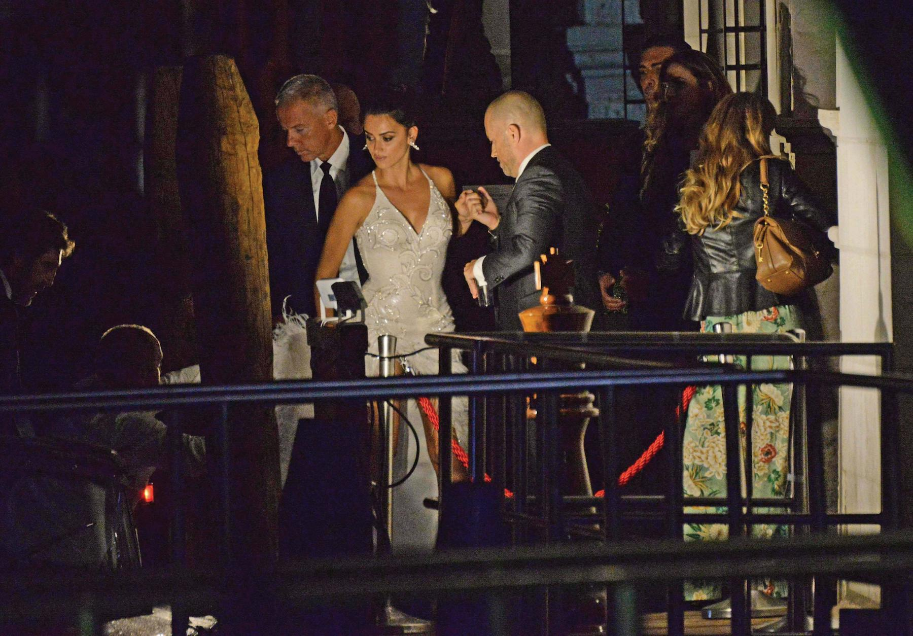 "Venezia, 06/09/2017 - Dinner party at Club Palazzina movie ""Loving Pablo"" by Fernando Leon de Aranao - Penelope Cruz and Javier Bardem get off the taxi-boat to dinner party ©Marco Sabadin/Vision"