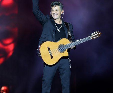 Alejandro Sanz se une a Roberto Carlos para presentar 'Esa Mujer', el nuevo tema del artista más importante de la música brasileña