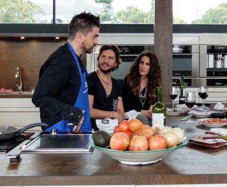 Juanes, junto a sus compañeros coaches de 'La Voz', hoy en 'Mi casa es la tuya'