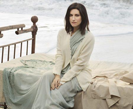 Laura Pausini lanza el adelanto del que será su próximo disco, así se rodó su espectacular videoclip en la playa