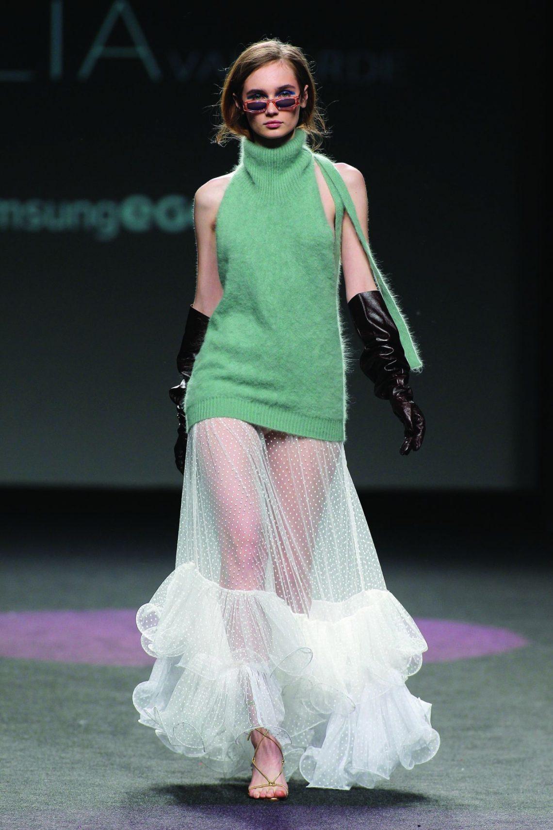 Quédate con su nombre porque es el futuro de la moda, CÉLIAvalverde gana el premio Mercedes-Benz Fashion Talent