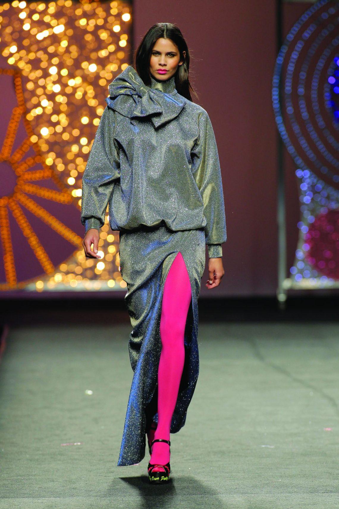 #CuteAlert Las medias que están revolucionando el street style son a todo color (y es una tendencia al alza)