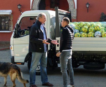 Joaquín Sánchez llega a la finca de Bertín con un camión lleno de balones y el motivo no nos puede gustar más