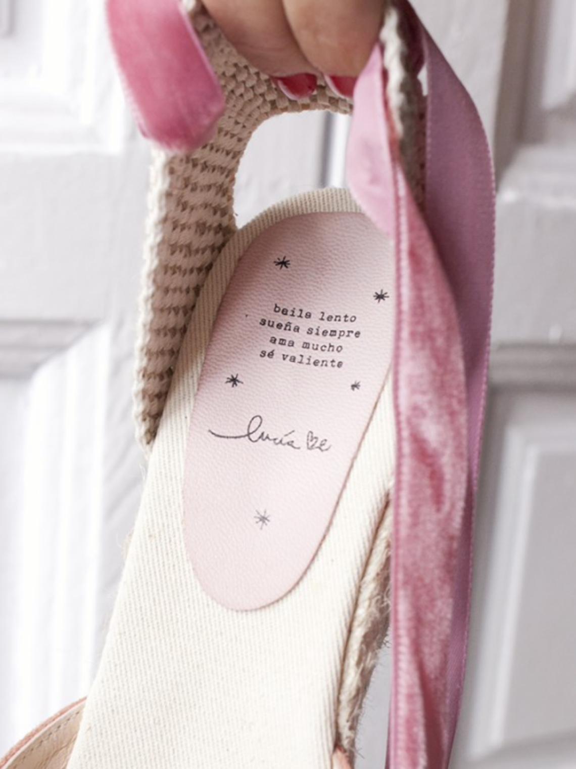 Nos ENCANTA la nueva colección para novias de Lucía Be y su lema, más: 'Sé la novia que quieras ser, sin presiones y con croquetas'