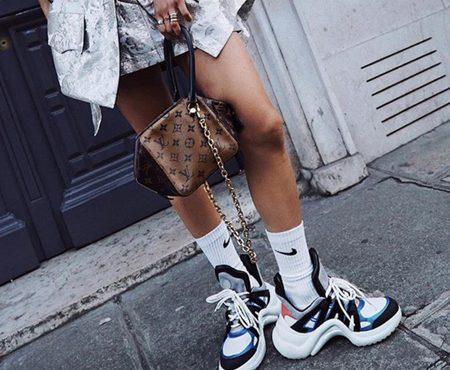 Hay zapatillas feas y luego están estas que lucen varias influencers…