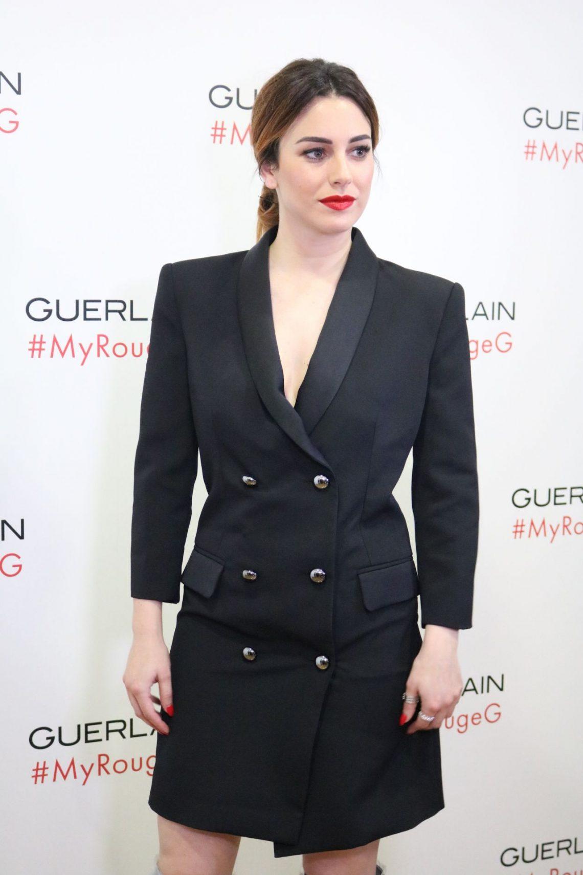 Blanca Suárez presenta el 'beauty film' de Guerlain con las botas que vas a querer la próxima temporada