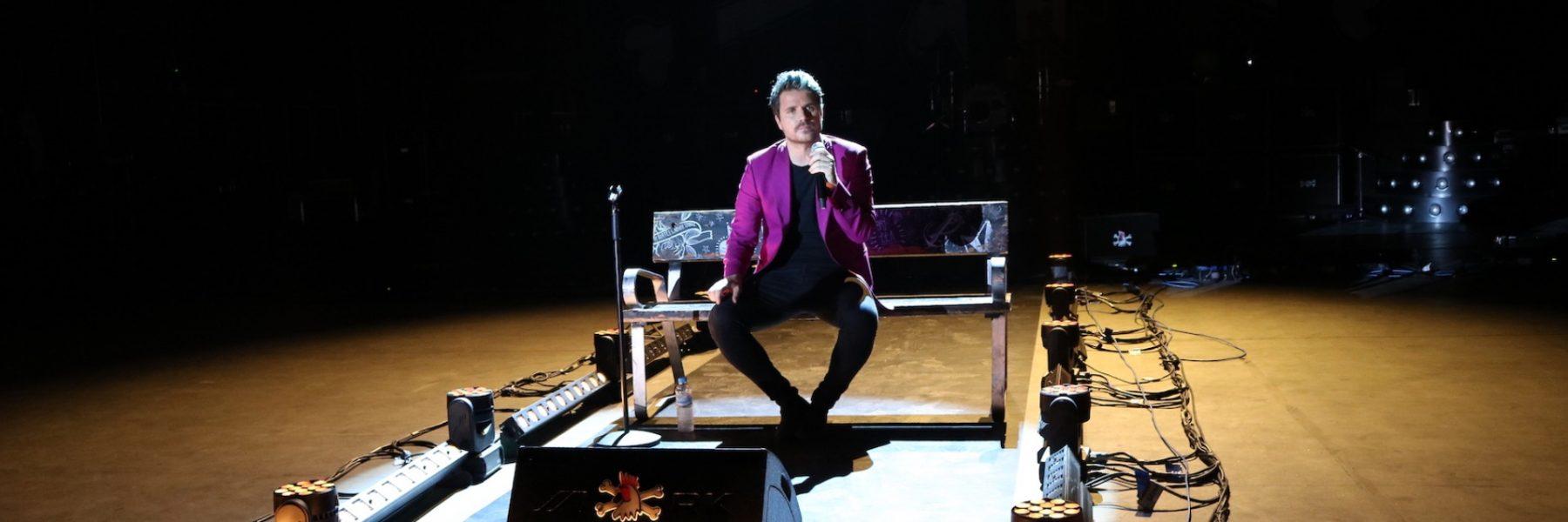 Dani Martín nos abre las puertas de los ensayos de su gira 'Grandes Éxitos y Pequeños Desastres'