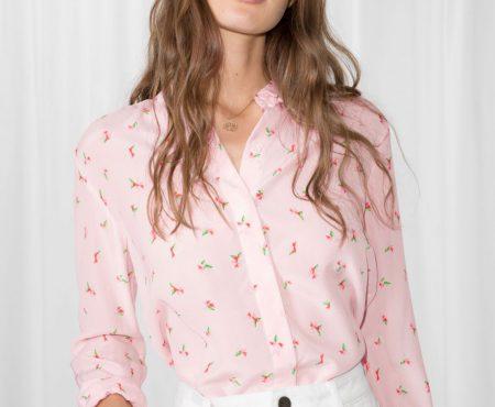Hablemos de esas prendas rosas que NECESITAMOS en nuestro vestidor (el capazo es TAN mono…)