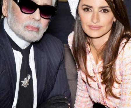 Este es el look que ha escogido Penélope Cruz para asistir a su primer desfile de Chanel como embajadora