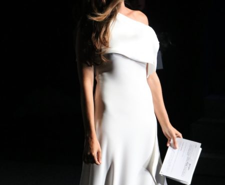 Sara Carbonero, perfecta anfitriona para la clausura de la Semana de la Moda de Madrid (y su look nos APASIONA)