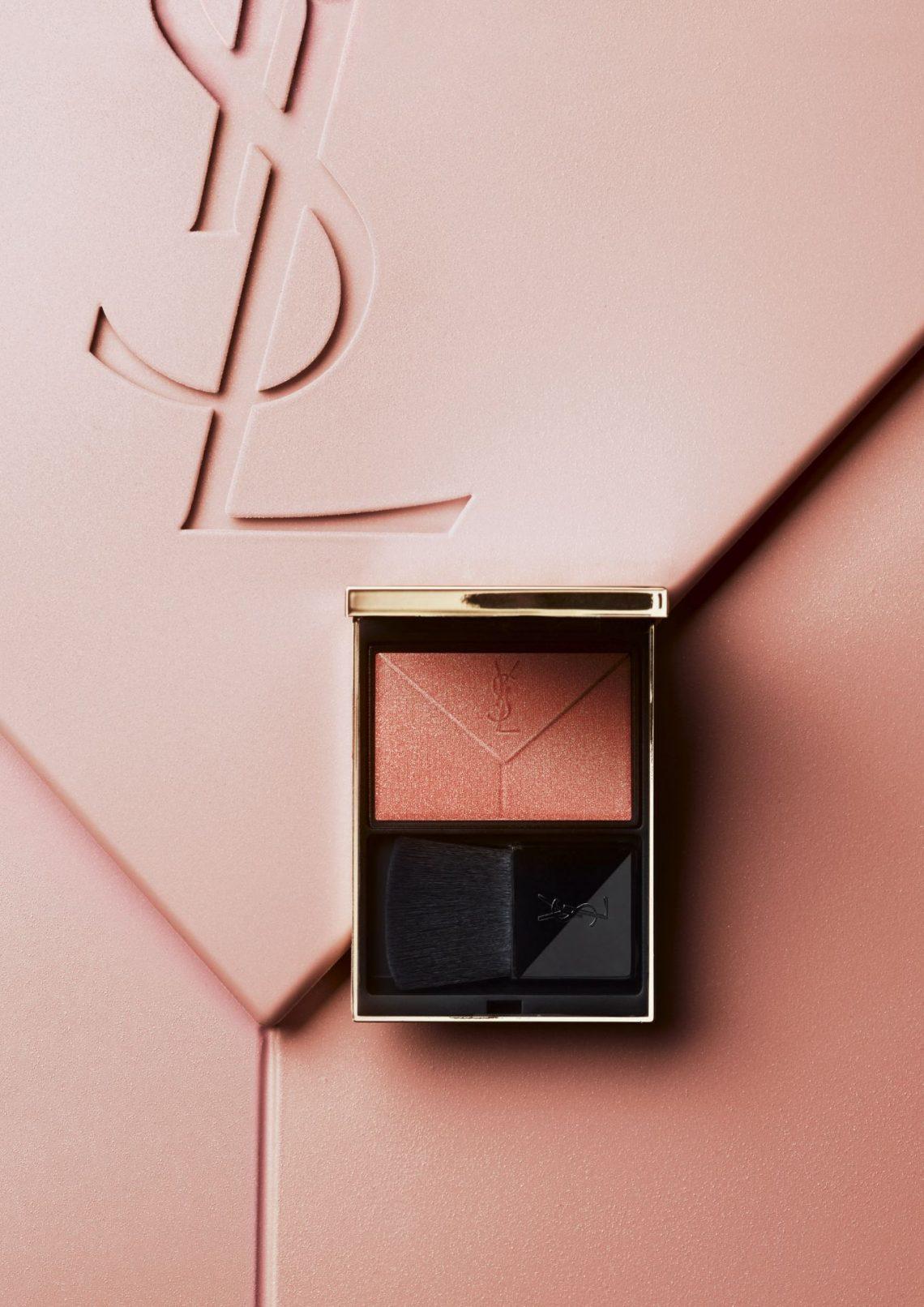 Customiza tus productos beauty de Yves Saint Laurent con su estación de personalización y envuelve el paquete con lazos, glitter, estrellas…¡Nos FASCINA!