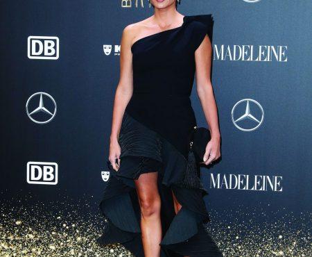 Del vestido 'flamenco' de Penélope Cruz al romanticismo de Dua Lipa en los Premios Bambi