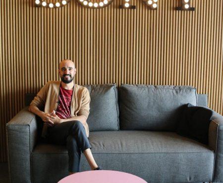 En una de las etapas más sensibles en el plano personal, Abel Pintos presenta su nuevo single 'Piedra Libre'