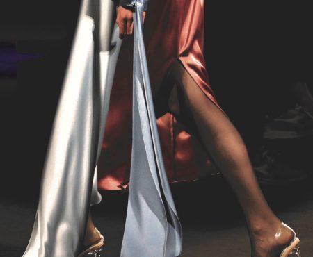 ¿Está en el desfile de Isabel Nuñez el traje de invitada perfecta? Creemos que sí