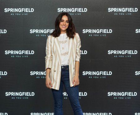 Sabemos cuáles son los pantalones favoritos de la actriz Macarena García (además realzan y estilizan la figura)