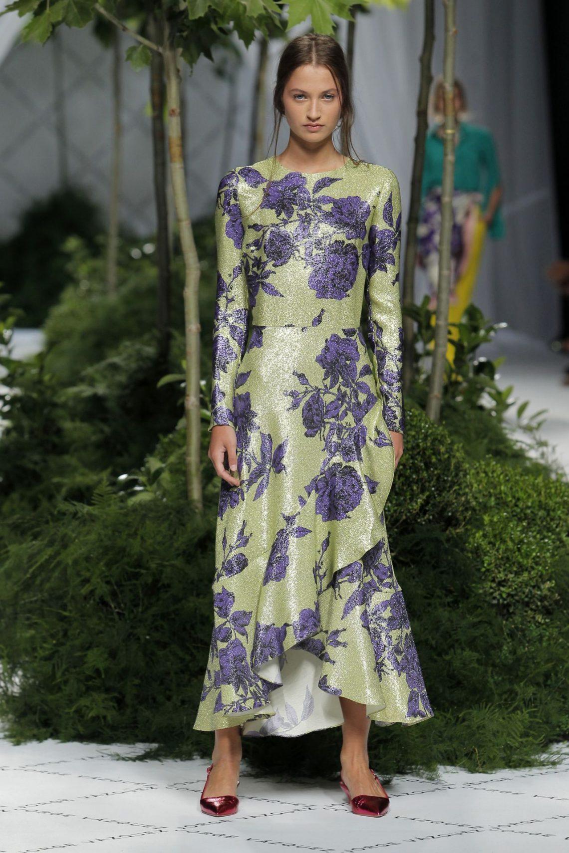 Alessandra de Osma vuelve a dar otra lección de estilo, esta vez vestida con un diseño 'Made in Spain'