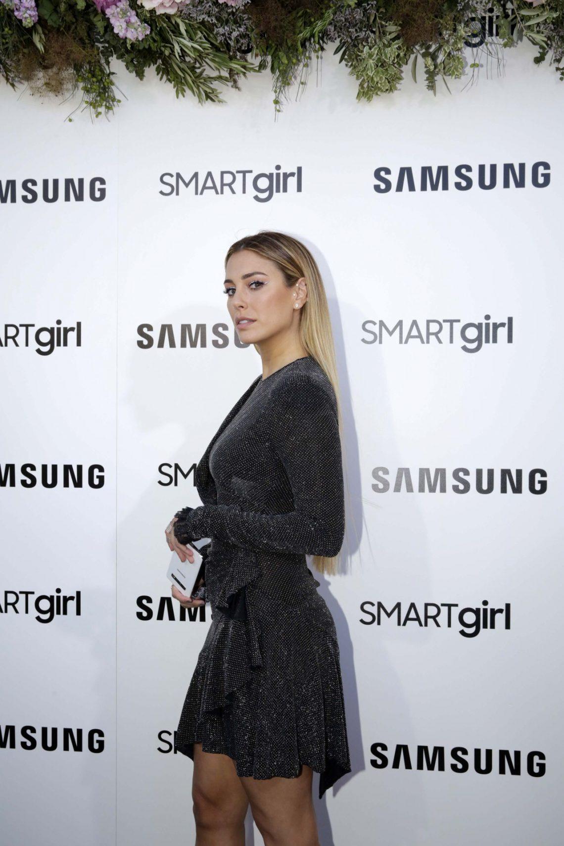 Blanca Suárez deslumbra con un vestido glitter y un curioso 'tri eyeliner'