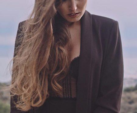 María Carrasco da un giro musical y sale de su zona de confort con 'El Vuelo'