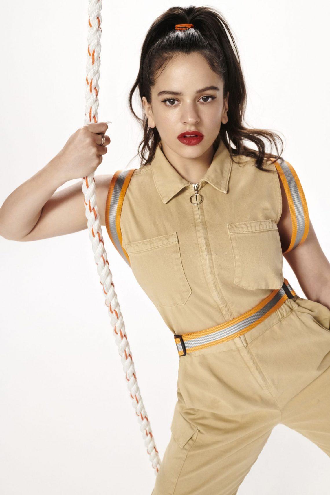 Rosalía lanza una nueva colección cápsula con Pull&Bear