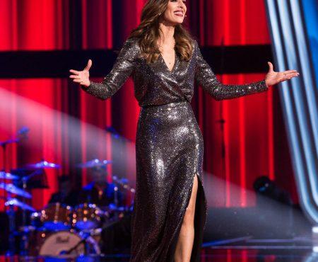 Sabemos (por fin) la marca del ESPECTACULAR vestido que ha lucido Eva González en la final de 'La Voz Senior'