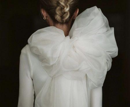 Hace MUCHO tiempo que no veíamos un vestido de novia tan bonito (es de diseñador español y está causando una revolución)