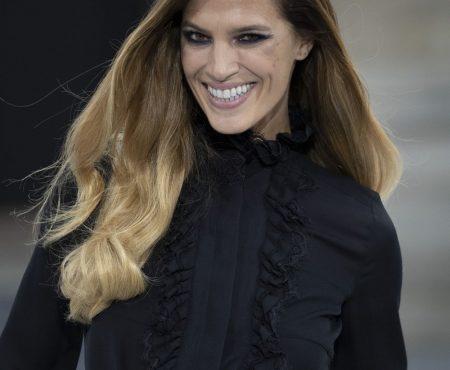 Así ha sido la vuelta de Laura Sánchez a 'Paris Fashion Week' ¡un desfile de ensueño!