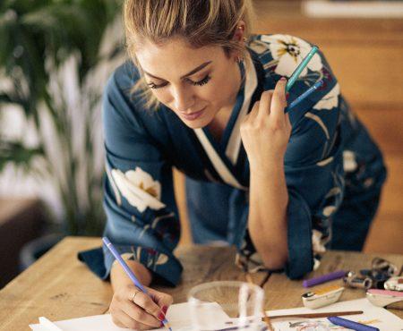 El arte japonés inspira a Blanca Suárez para crear la carcasa de uno de los labiales de más éxito del mercado