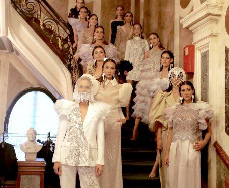 El homenaje a Medina Azahara de Juana Martín, sus vestidos flechazo para invitadas y su precioso bebé como espectador ¡todo sucedió en París!