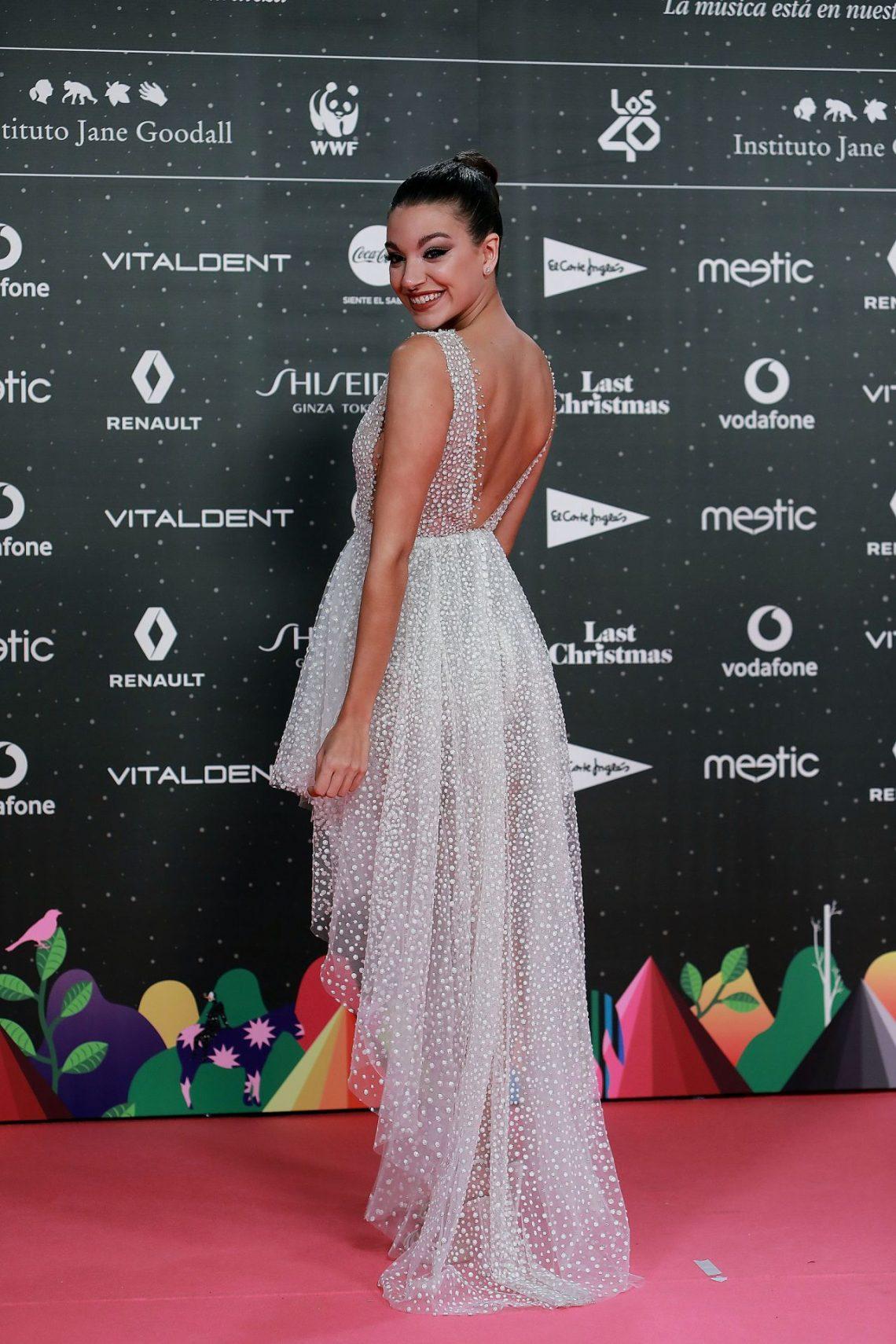 Sabemos la firma del ESPECTACULAR vestido de Ana Guerra en Los40 Music Awards (alerta futuras novias)