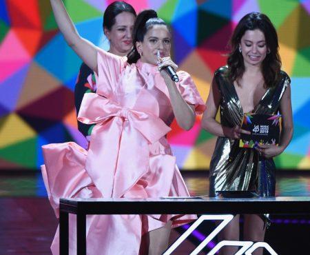 Las lágrimas de Lola Índigo, la emoción de Aitana o la esperada actuación de Rosalía, así vivimos LOS40 Music Awards 2019
