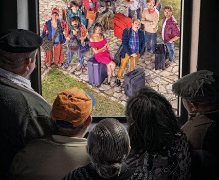 Llega 'El Pueblo' a Telecinco, comedia que aborda la nueva vida de un grupo de urbanitas en un entorno rural de Soria