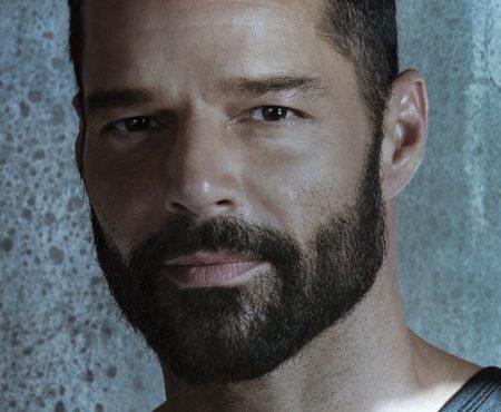 Ricky Martin lanza 'Tiburones', su inspiradora nueva canción, mientras ultima su esperado álbum