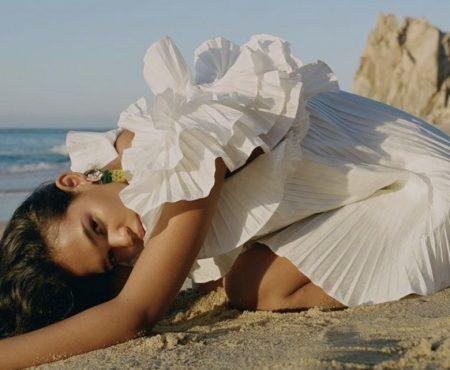 El vestido plisado de Zara que se ha hecho viral en cuestión de minutos (y del que aún quedan tallas)